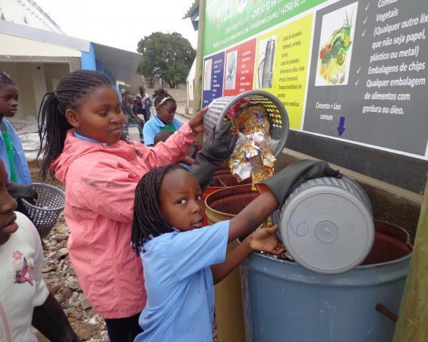 criancas no projet Ambiente e cidadania da AMOR